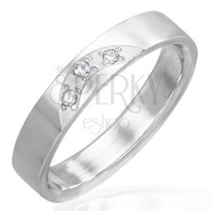 Lesklý prsten z oceli - tři vsazené čiré zirkony