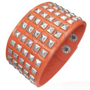Koženkový náramek - vystupující pyramidky, oranžový
