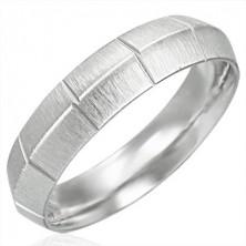 Dámský ocelový prsten, matný se svislými rýhami, vyvýšený střed