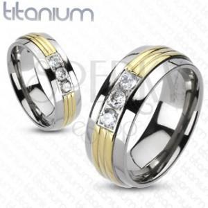 Prsten z titanu - pozlacený střed, tři čiré zirkony