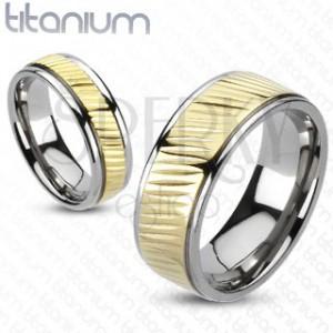 Prsten z titanu - pozlacený pás s diagonálním vroubkováním