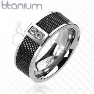 Prsten z titanu - černý síťovaný vzor, dva čiré zirkony