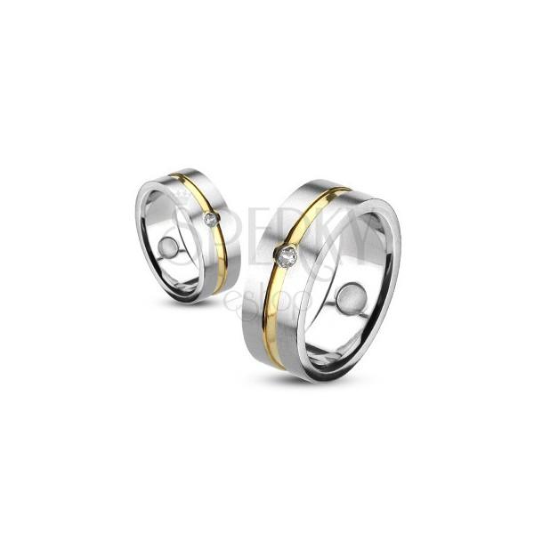 Prsten z oceli se zlatou linií a vsazeným zirkonem