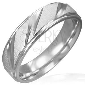 Snubní prsten z chirurgické oceli matný se šikmými lesklými pruhy