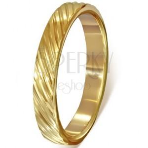 Pozlacený ocelový prsten - diagonální rýhování