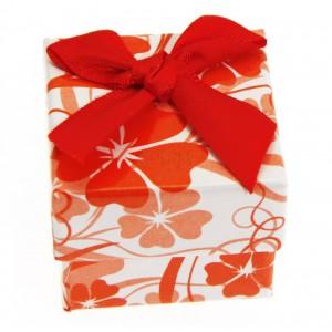 Dárková krabička s červenými květy a mašlí - na prsten, náušnice