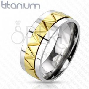 Titanový prsten s cik-cak vzorem zlaté barvy