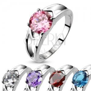 Ocelový prsten s ozdobnými výřezy a zirkonem