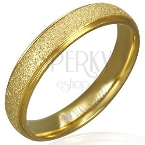 Pískovaný prsten z oceli ve zlaté barvě