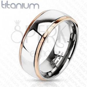 Titanový prsten se zlatými okrajii a stříbrným středem