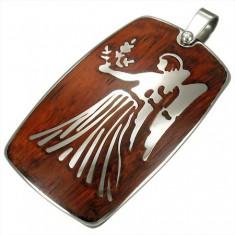 Ocelový přívěsek s dřevěným pozadím - zvěrokruh znamení Panna G4.3