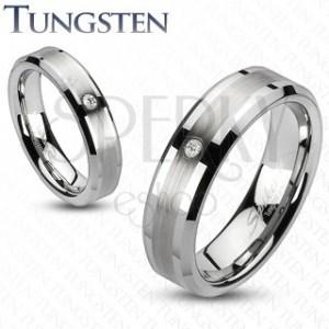 Wolframový prsten s broušeným středem a zirkonem