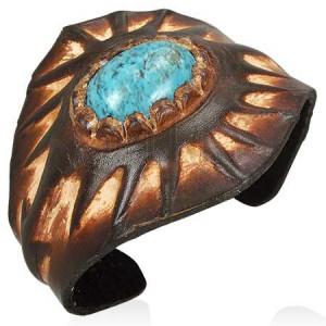 Ohebný kožený náramek s tyrkysovým kamenem, sluncem a šipkami