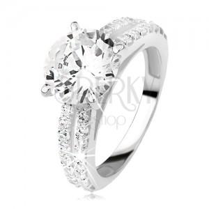 Stříbrný prsten se zirkonem a zirkonovými pásy