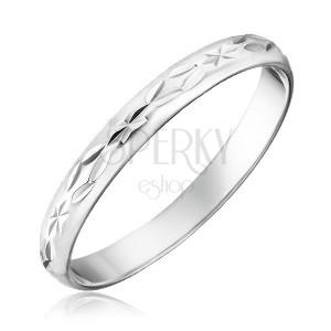 Prsten ze stříbra 925 - gravírované kosočtverce a paprsky