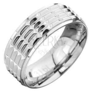 Prsten z oceli - obroučka s obdélníkovou strukturou ve středu