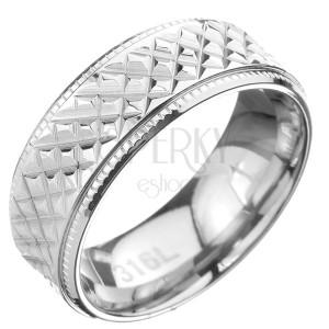 Ocelový prsten - obroučka se šikmým rýhováním a vroubkovaným lemem