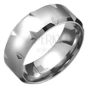 Ocelový prsten - zkosené okraje s diamantovými zářezy, matný pás