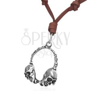 Kožený náhrdelník s kovovými sluchátky v podobě lebek