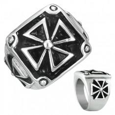 Pečetní prsten z oceli - maltézský kříž v rámu s patinou E9.1