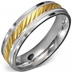 Prsten z chirurgické oceli - zlatý střed se zářezy a ozdobným rámem E5.7