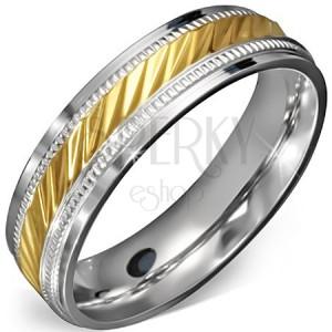 Prsten z chirurgické oceli - zlatý střed se zářezy a ozdobným rámem