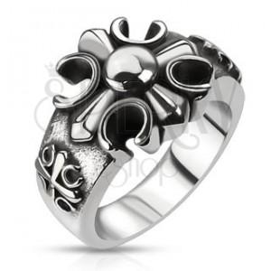 Patinovaný ocelový prsten s výřezem středověkého kříže