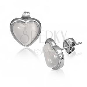 Náušnice z oceli s bělavým kamenem ve tvaru srdce v objímce