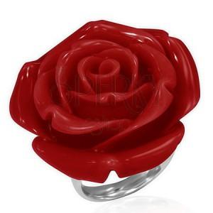 Prsten z oceli - červená vykvetlá růže z pryskyřice
